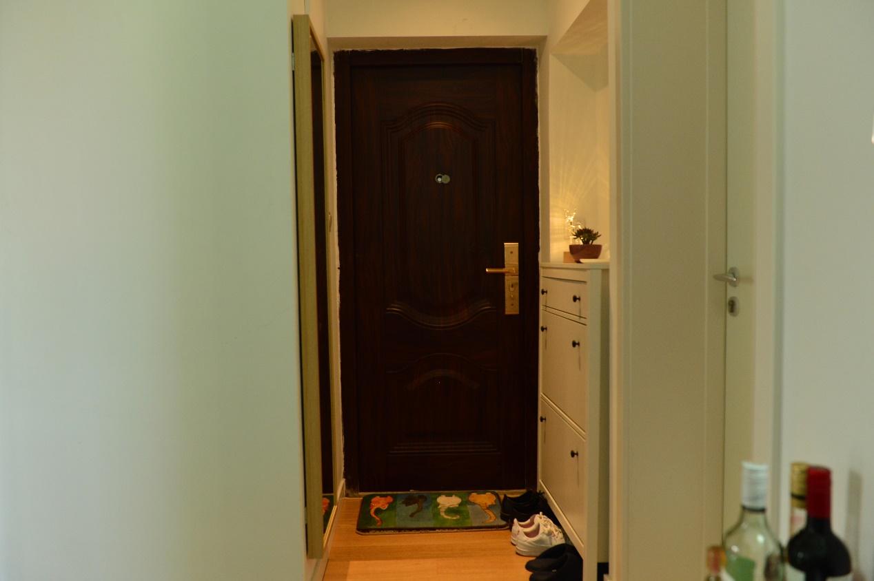 一进门的玄关处就有一种家的归属感。
