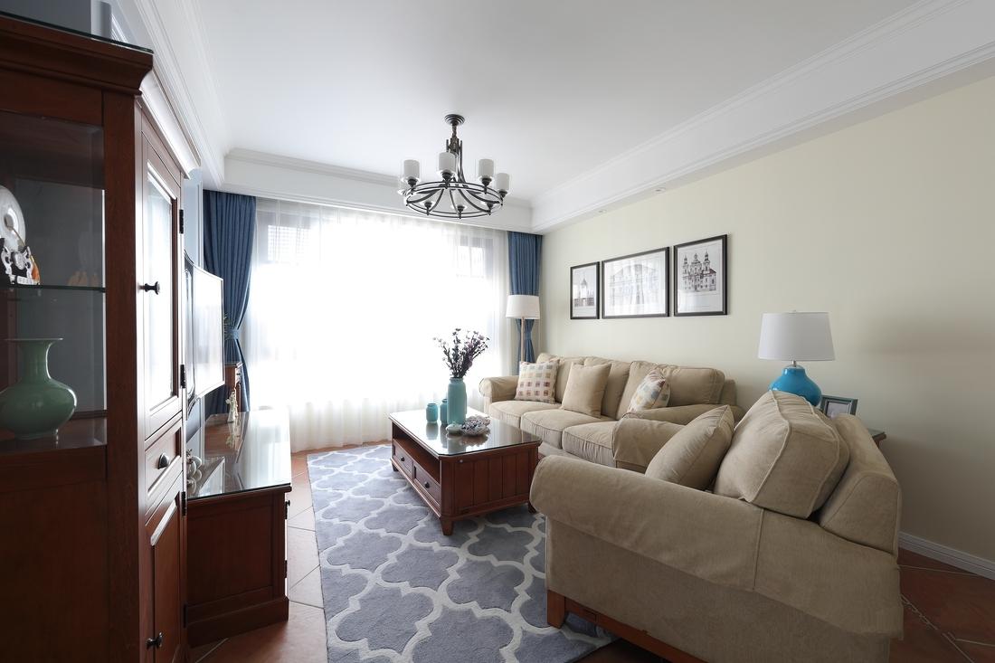 房屋设计注重色彩的搭配,素雅的颜色中夹着一抹明艳的蓝,蓝色总给人很安逸的感觉。