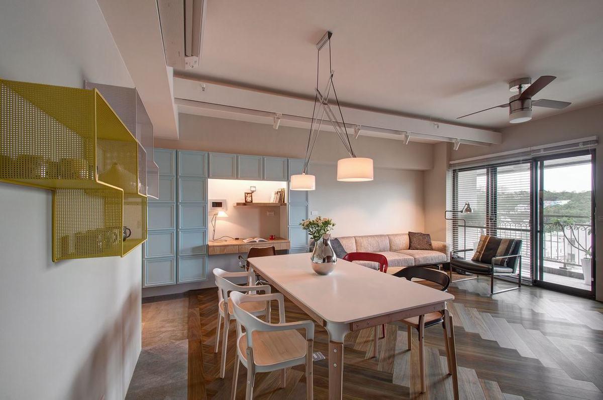 餐厅空间并不大,与客厅相互联结,室内虽然储物功能并不多,却显得高级感满满。