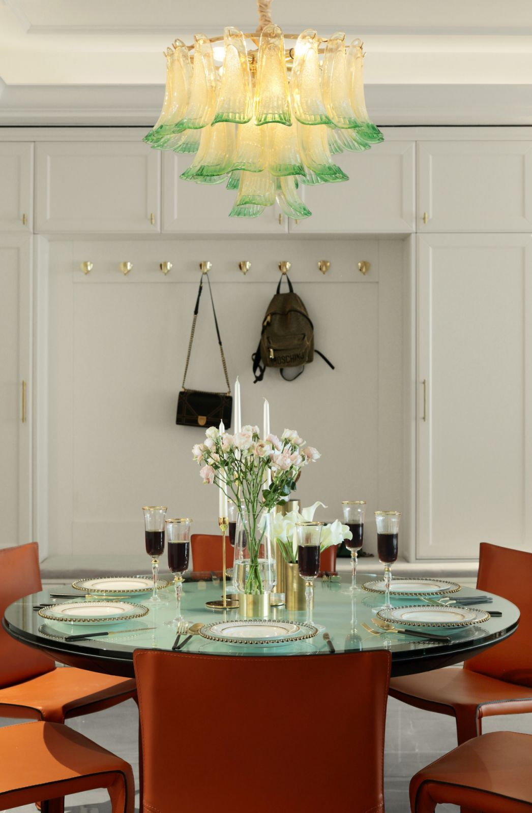 餐厅装修在整体家装中的地位不可动摇,餐厅装修效果图也越来越受到高度重视。
