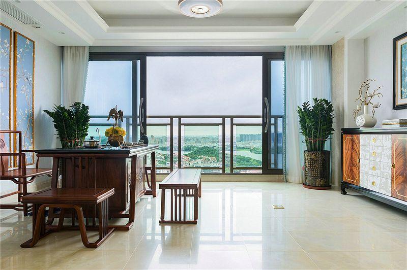把阳台做成一体,不论品茗还是扶窗远眺,视野之开阔,风景之秀丽一览无余。