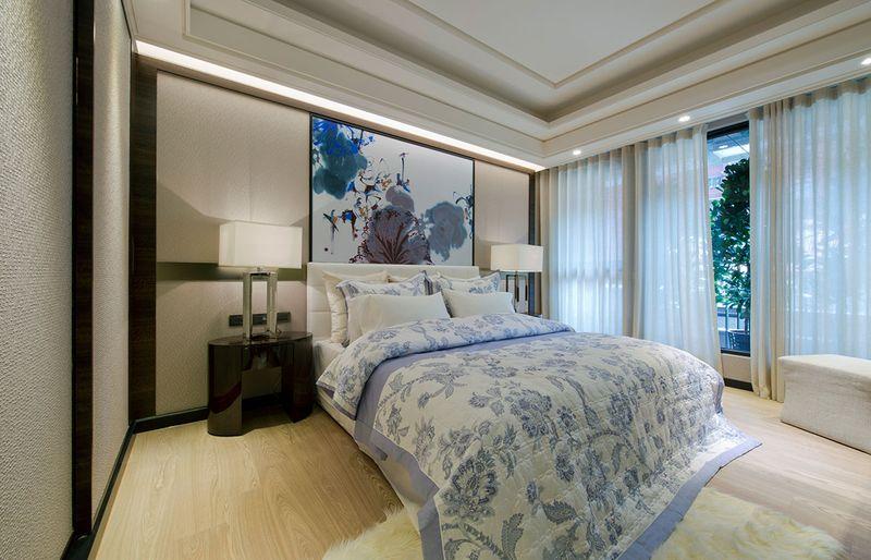 卧室减少了大理石的使用,避免大理石带来的冰冷,相比起来多了一份柔软。