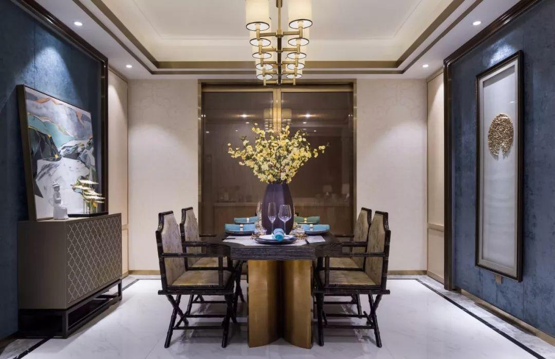 以中西结合的设计理念成就了复古的整体风格和大气、兼容并蓄的表达,可谓是西情东韵,展现古风新律。