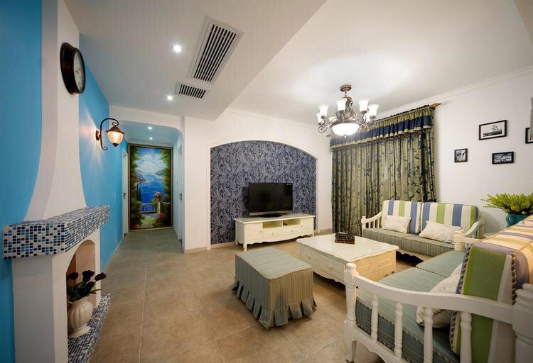 客厅一体化的设计更显通透,沙发背景墙墙用了石膏线做造型,效果看起来大气,非常实用!