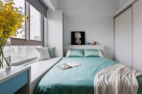 依循小孩的个性,挑选蓝、绿双色作空间主色,使每间卧房皆富有个人特色。