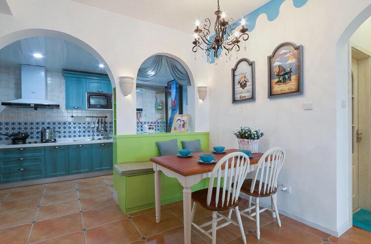 餐厅和厨房在一个区域,光线充足,简洁明净。