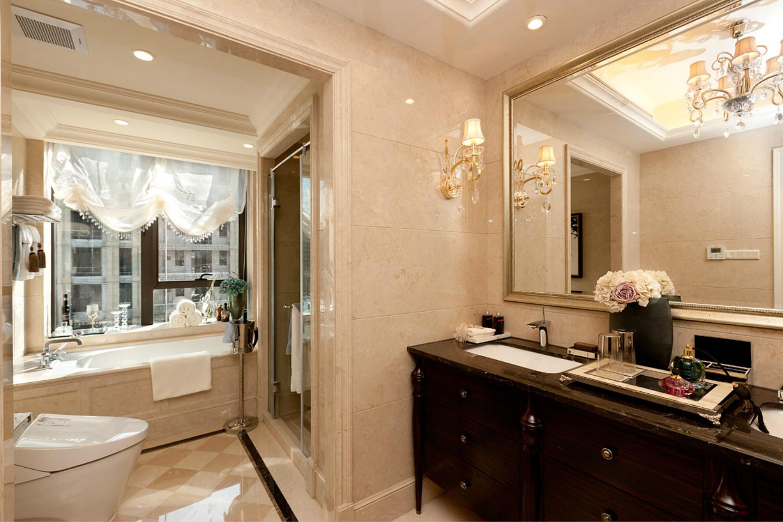 卫生间以砖石铺贴出美式华丽之感,美观与实用并举,功能与舒适并存。