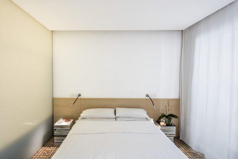 没有任何装饰的卧室,让你可以心无杂念的休息。