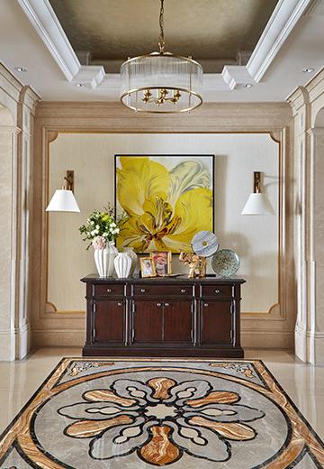 玄关大花油画,盛放的姿态让人联想到脱不花本人,一进门就抓人视觉。