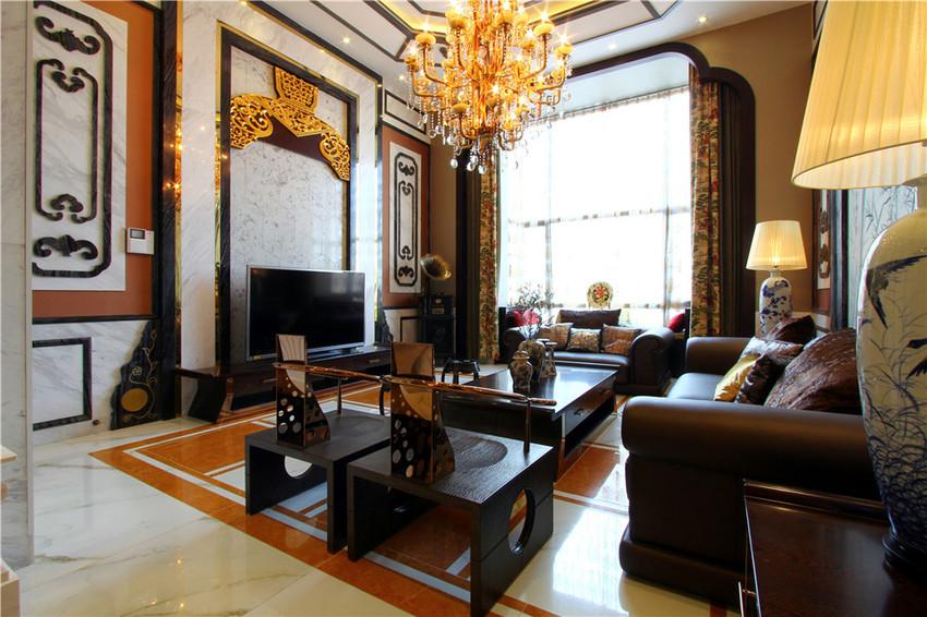 斋庄中正是来到客厅的第一感觉,搭配着现在少见的挑高,宽敞大气的感觉油然而生。
