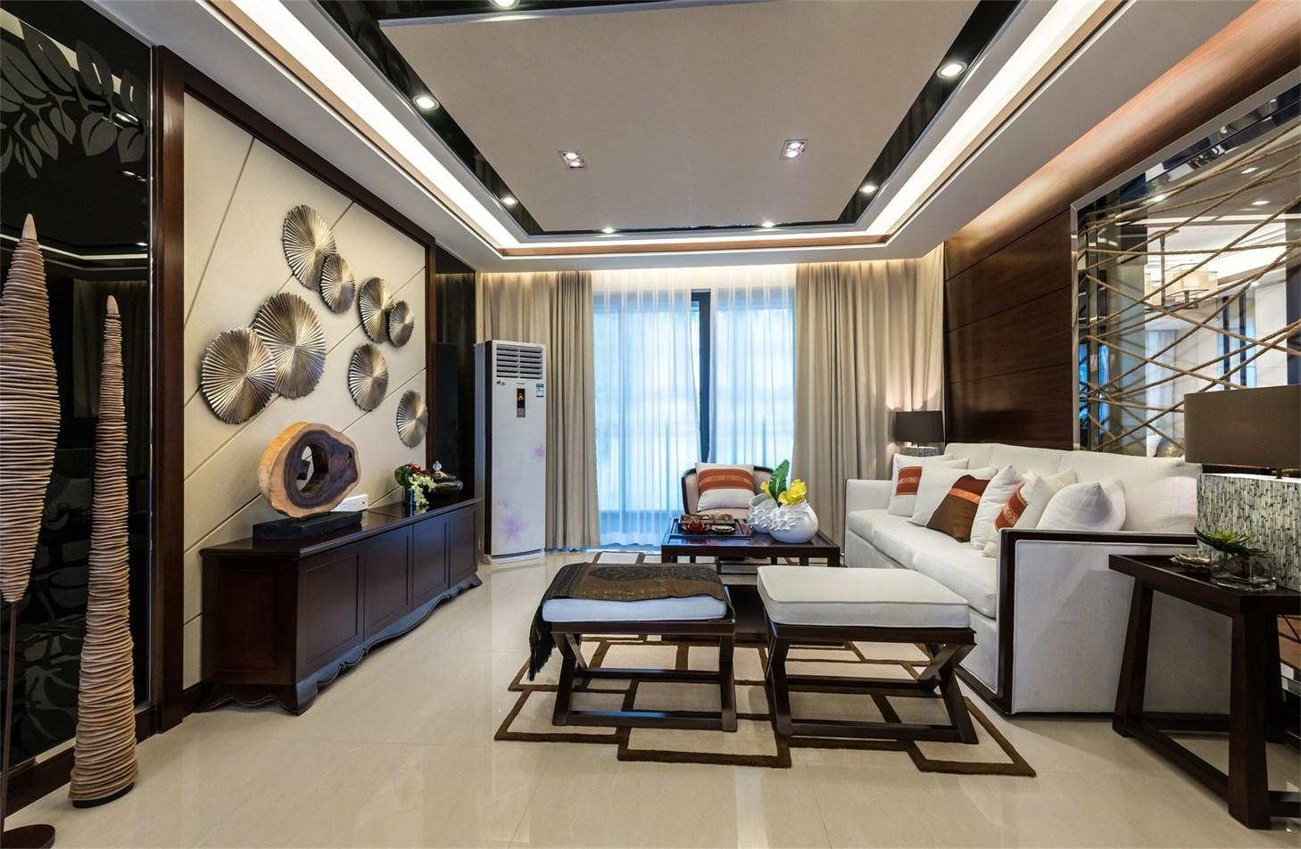 客厅设计整体非常雅致,浅色背景墙搭配中式家具及饰品,沉稳又不缺乏时尚感。