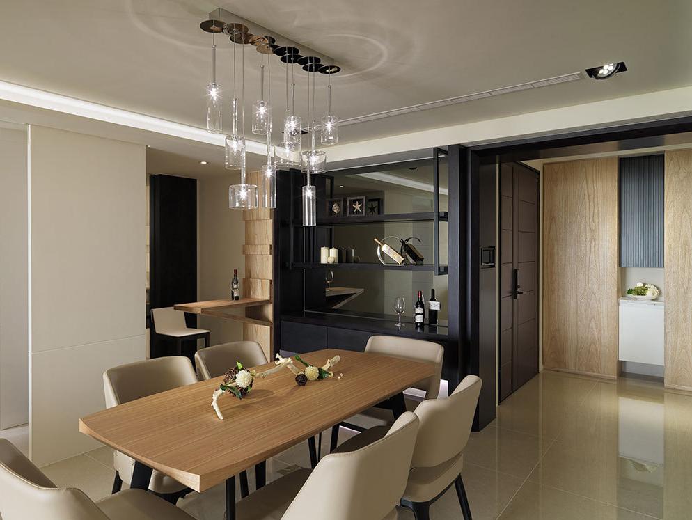沿墙配置的备餐柜兼具红酒柜机能,同时满足餐厅与小憩吧台使用。