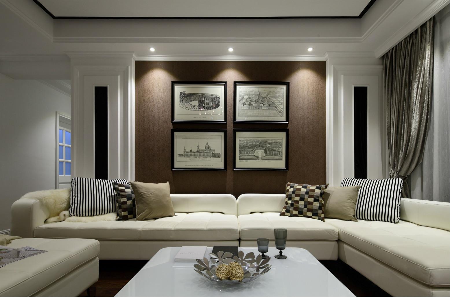 客厅背景墙挂着艺术风的挂画,衬托的客厅空间更有生机。