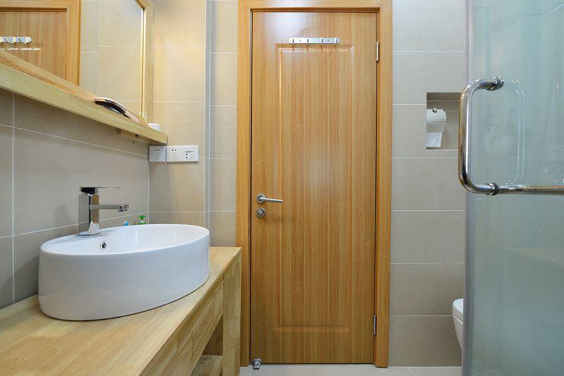 卫生间只要保留6字真言和4字方针即可,干净整洁清爽与干湿分离。