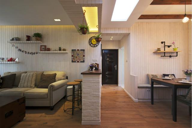简易吧台将客厅与餐厅隔开,让居室增加了空间感但又不那么封闭,这种装修也是很多年轻人喜欢的设计之一。