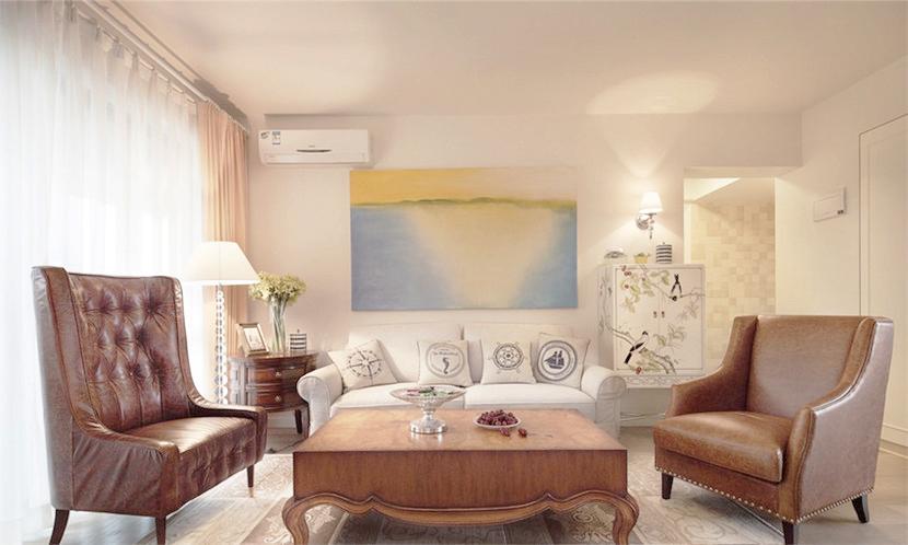 白色沙发配上棕色的皮质沙发椅,甚至有一些复古感,但是抬头看却没有复杂的吊顶,和多种层次的线条。