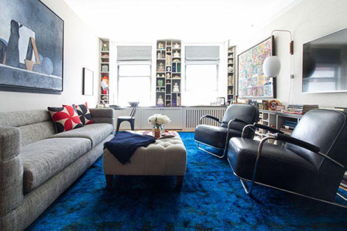 两把皮质沙发椅显出低调的奢华气质,对于已是中年的夫妻俩,舒适感是选择家具的重要标准。