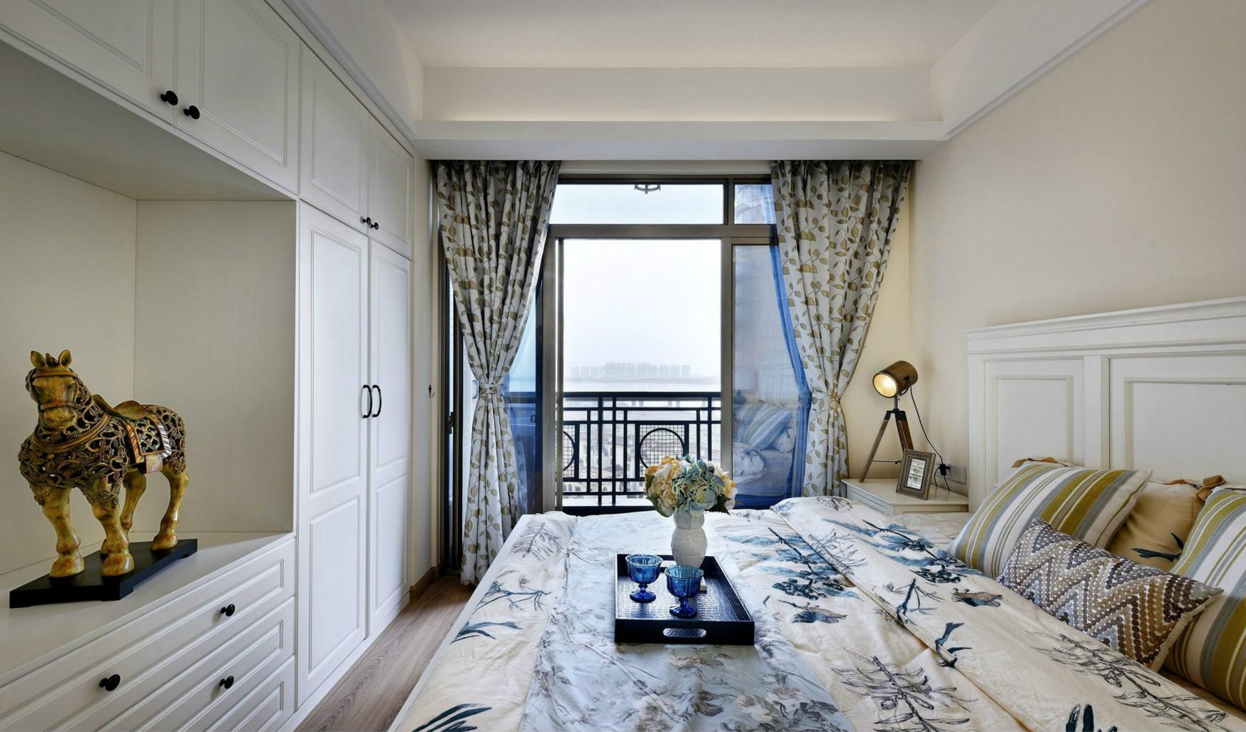 卧室非常注重生活的舒适度和实用性,不追求刻意的装饰,并将家具进行简化