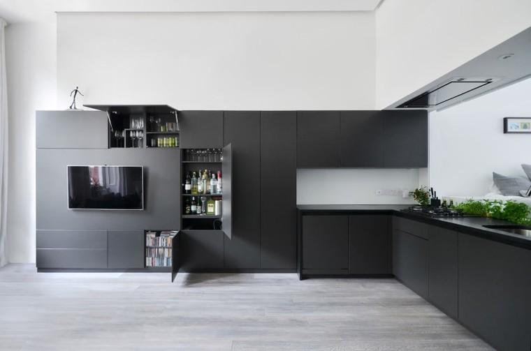 整体的设计让空间看起来和谐又连贯。