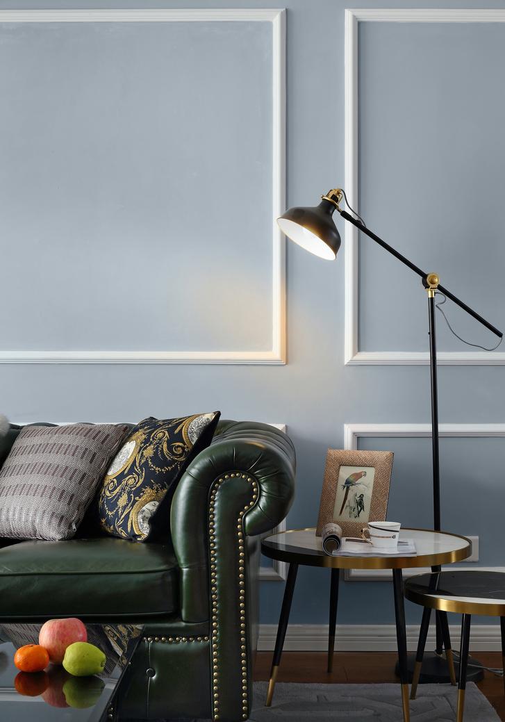 绿色皮质沙发,增加空间的自然感与活力感。