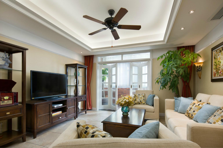 可以看出,客厅是将木制家具的古香古色的质感与现代的简约相结合,创造出不一样的品味。