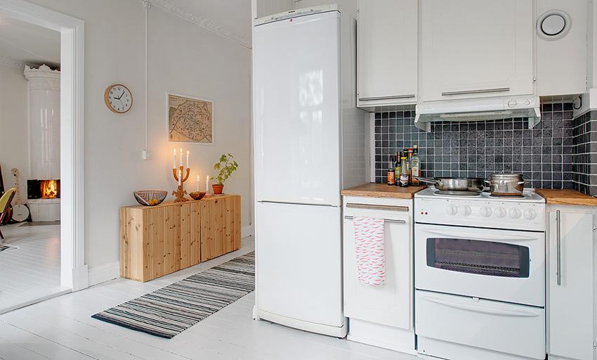 厨房空间的凹位恰好被完全利用,整个布局显得温馨而有次序感