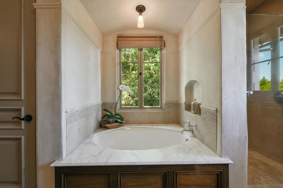 浴池和卫生间是分开的,业主很是创意