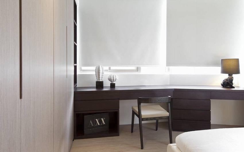 一体成型的桌面设计,顺势建筑走向结合化妆桌与电视柜机能。