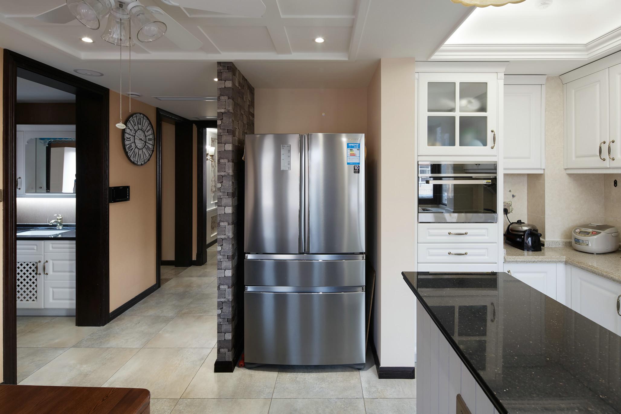 特意设计了冰箱放置区,很是方便简洁。