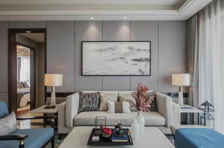 色墙面与蓝色木椅的时尚,给予空间中式神韵和现代优雅,让就餐也与众不同。