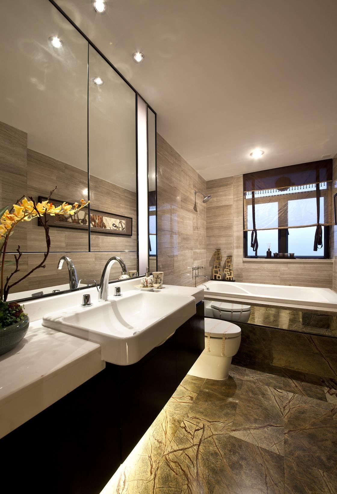 一个好看的洗手台设计可以让整个空间气质不一样,大玻璃镜极大的延伸了视觉效果,大气又不失高雅情调。