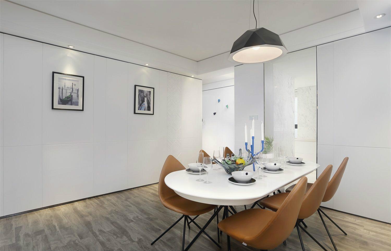 餐厅超宽敞的空间,可吃饭谈笑,都满足现代人梦想中的零压力居室。
