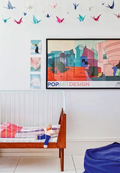 彩色的纸鹤增添了儿童房的欢快氛围,更加梦幻与多彩。