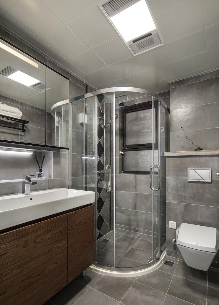 灰色系的卫生间,原木色浴室柜,壁龛设计实用又美观。
