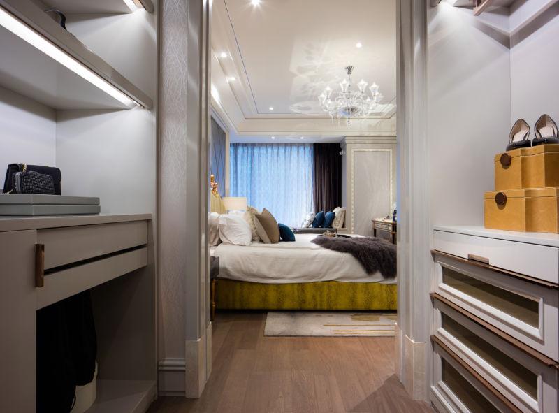 整个空间中工程精致度令人印象深刻,大部分家具都是量身定制。