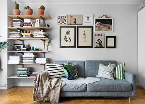 沙发背墙上面的挂画,增添家居艺术感,再搭上几个特色抱枕和小毯子,满满的温馨。