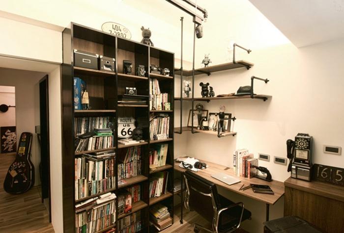 客人来访时能借住,平日则是屋主创作灵感的发祥地,也放着公仔玩具和书籍。